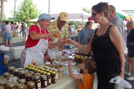 buying honey farmers market